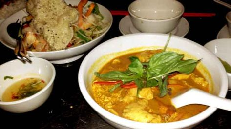 Phamish Curry and Papaya Salad